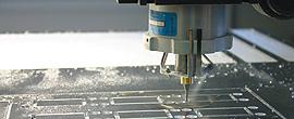 Frontplatte und  Gehäuse - aus Aluminium oder Kunststoff - als Prototyp, Serie oder Einzelstück - wir fräsen und bohren präzise nach Ihren Vorgaben.